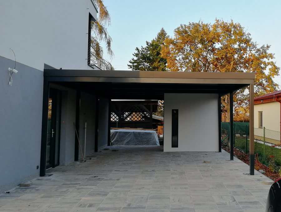 Zahradní domek s garážovým stáním