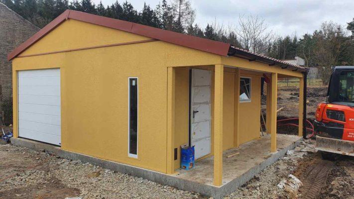 Montovaná garáž se sedlovou střechou a s přístřešky