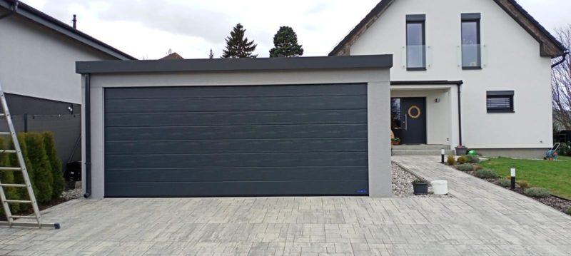 Montovaná garáž s širokými vraty