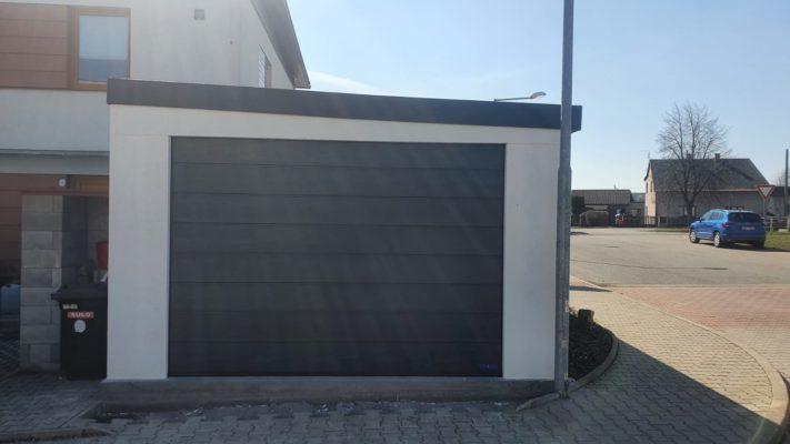 Montovaná garáž s pultovou střechou spád vpravo